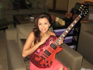 Eva_and_guitar_3